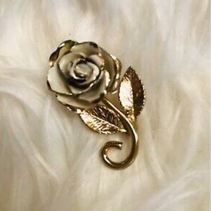 ANTIQUE ANTIQUE BROOCH